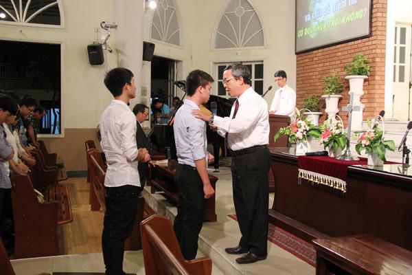 Cầu nguyện cho 02 thân hữu tin nhận Chúa