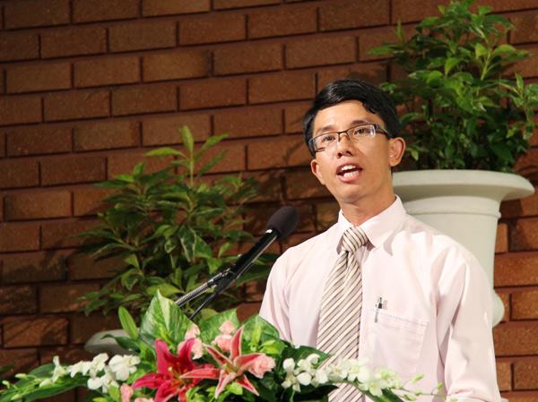 Anh Phan Tấn Minh Thạch hướng dẫn chương trình