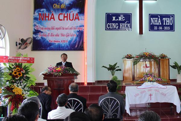 Mục sư Nhu Siol hướng dẫn chương trình.
