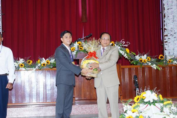 MS Huỳnh Phi Toàn chúc mừng hội đồng