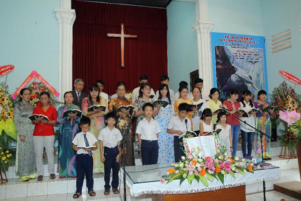Ban hát HT Thanh Bình tôn vinh Chúa.