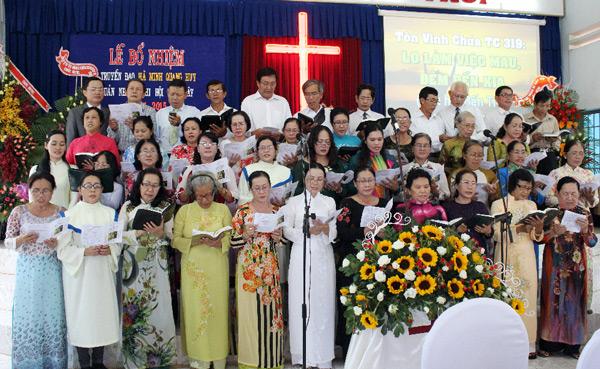 Ban hát các Hội Thánh ngoài tỉnh tôn vinh Chúa