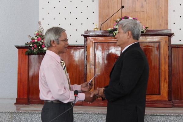 Ban Đại diện tỉnh Đồng Nai chúc mừng và tặng quà