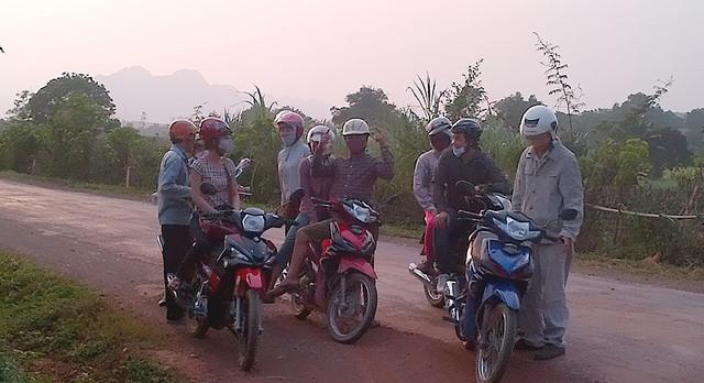 Những chiếc xe máy, đưa chúng tôi đến những vùng đất mới