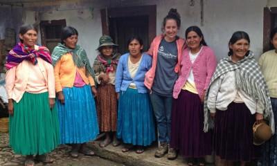 Cộng tác viên Keri và phụ nữ trong hội thánh.