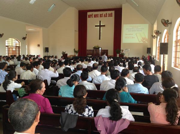 Quang cảnh khóa huấn luyện tại nhà thờ Tin Lành Alê A.