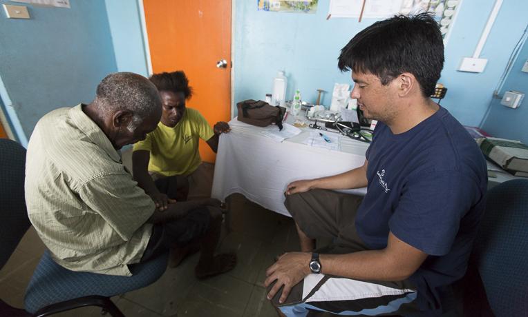 Bác sỹ Flinte là người được may mắn chứng kiến nhiều điều lạ Chúa làm cho người dân Vanuatu.