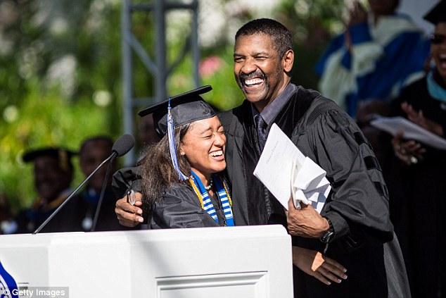 Diễn viên Denzel Washington trong lễ tốt nghiệp tại trường Đại học Dillard
