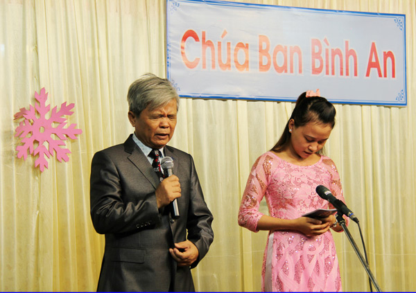 MSNC Nguyễn Bích Sơn cầu nguyện dâng chương trình lên Chúa