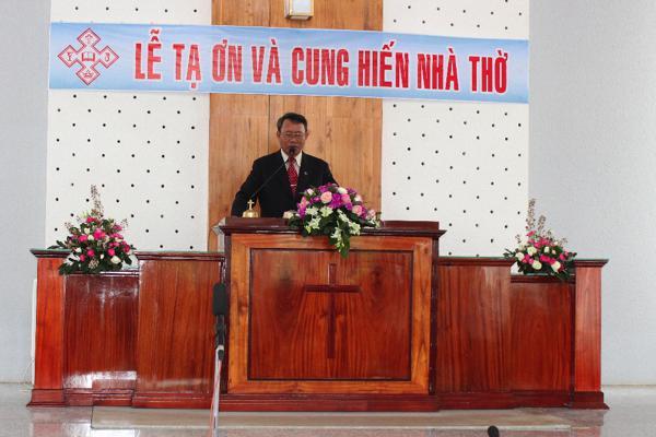 Mục sư Nhu Siol cầu nguyện khai lễ