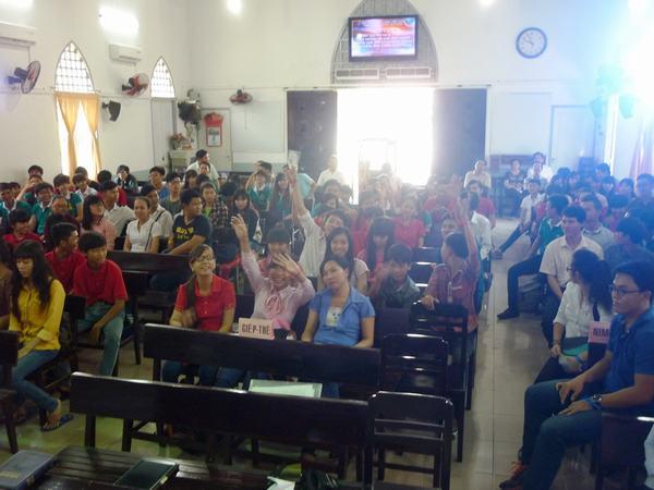 Quang cảnh trong nhà thờ