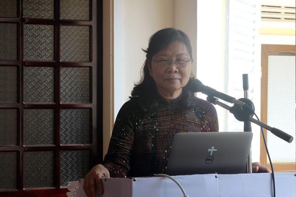 Phu nhân MSNC Nguyễn Đình Tín – Diễn giả chương trình.