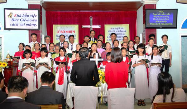 Ban Hát lễ HTTL Tiên Thọ tôn vinh Chúa