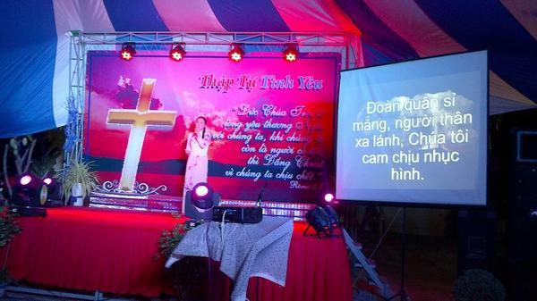 Thánh nhạc trong đêm truyền giảng.