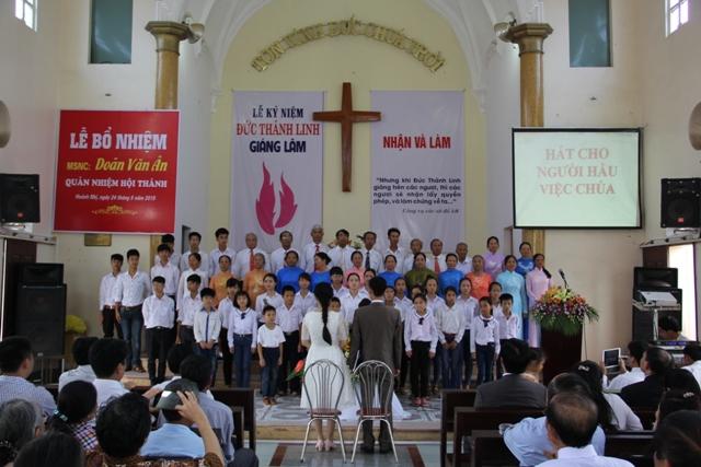 Ban hát HTTL Hoành Nhị tôn vinh Chúa