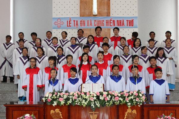Ban hát Hội Thánh Lộ 25 tôn vinh Chúa