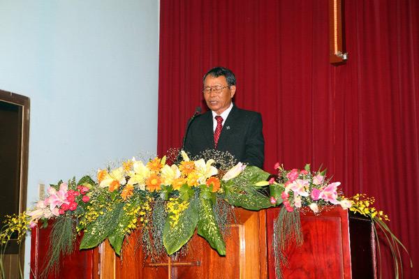 MS Nhu Siol cầu nguyện khai lễ.