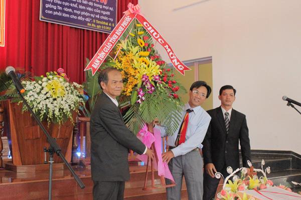 Đại diện chính quyền tỉnh Bình Phước chúc mừng