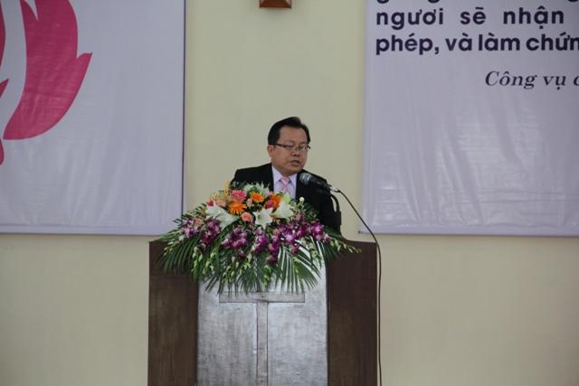Mục sư Bùi Văn Sản giảng trao trách nhiệm