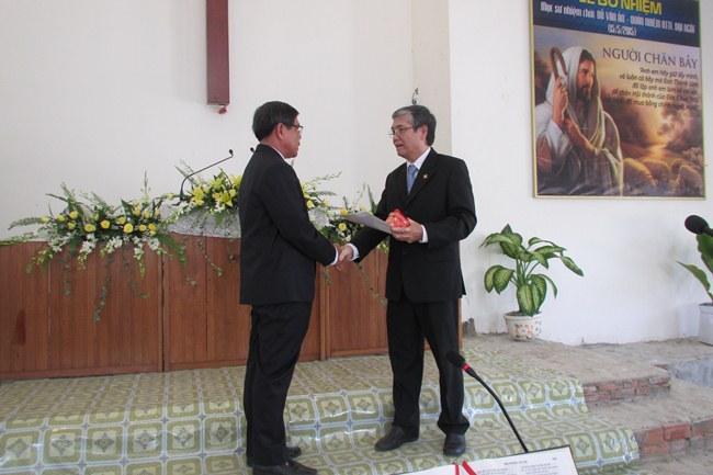 MS Chủ lễ trao giáo vụ lệnh và ấn tín