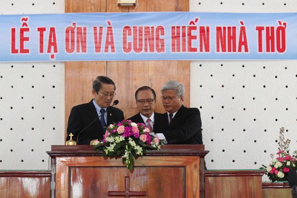 MS Thái Phước Trường & MSNC Nguyễn Luận - Quản nhiệm HT ký Tờ Cung hiến