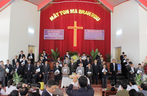 Trao Giáo Vụ lệnh và cầu nguyện cho 34 Truyền đạo