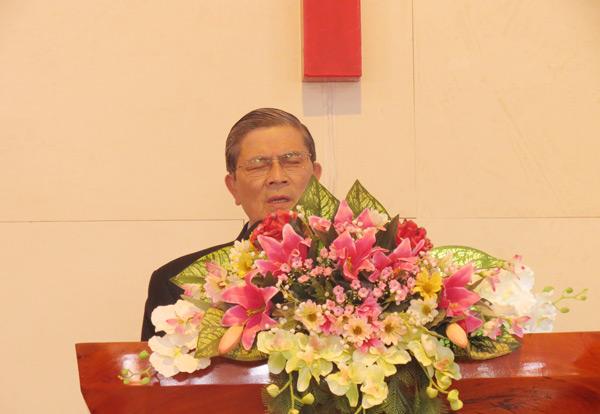Mục sư Hồ Hiếu Hạ cầu nguyện cung hiến