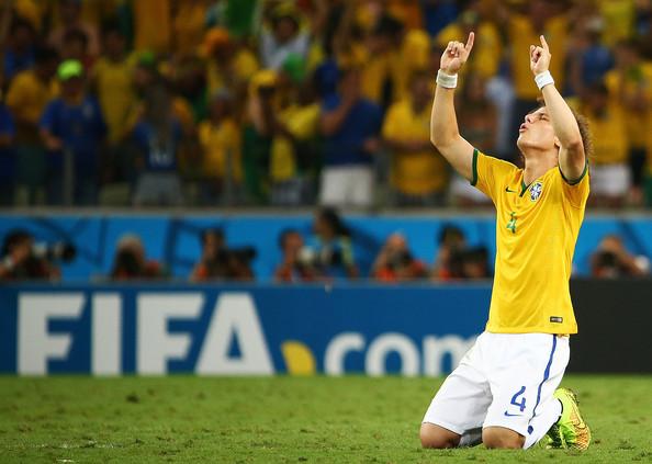 Giây phút tìm đến Chúa trong trận Tứ Kết World Cup 2014 của David Luiz.