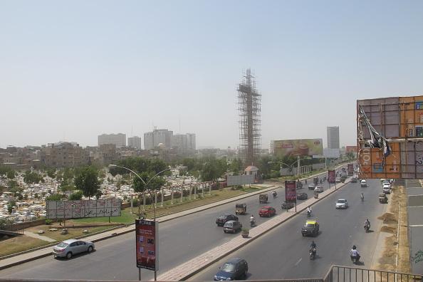 Chiếc thập tự giá cao 42m nằm giữa thành phố Karachi với 90% người Hồi giáo.