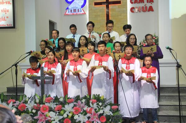 Ban Hát lễ HTTL Trần Cao Vân tôn vinh Chúa