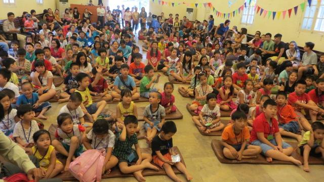 Trại hè thu hút đông các em thiếu nhi đến tham gia