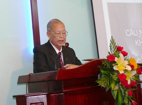 MS Lê Khắc Hóa cầu nguyện khai lễ