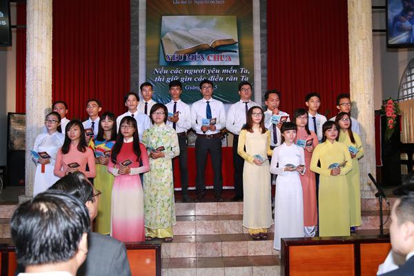 Ban hát dẫn Hội Thánh Long Xuyên