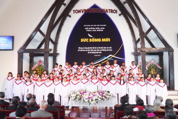Các ban hát đại diện các huyện trong tỉnh Lâm Đồng tôn vinh Chúa