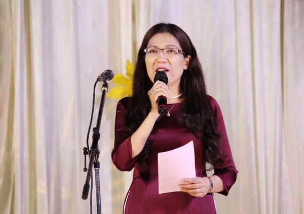 Cô Nguyễn Thị Tuyết hướng dẫn chương trình