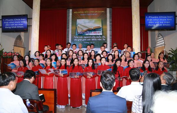 Ban hát Hội Thánh Long Xuyên