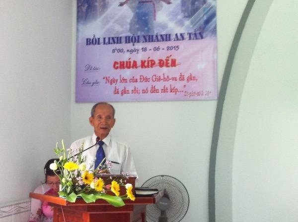 Ông Nguyễn Văn Vấn sơ lược những ơn phước Chúa cho Hội Nhánh