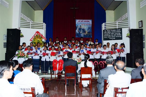 Ban hát lễ HT Tà Nung tôn vinh Chúa