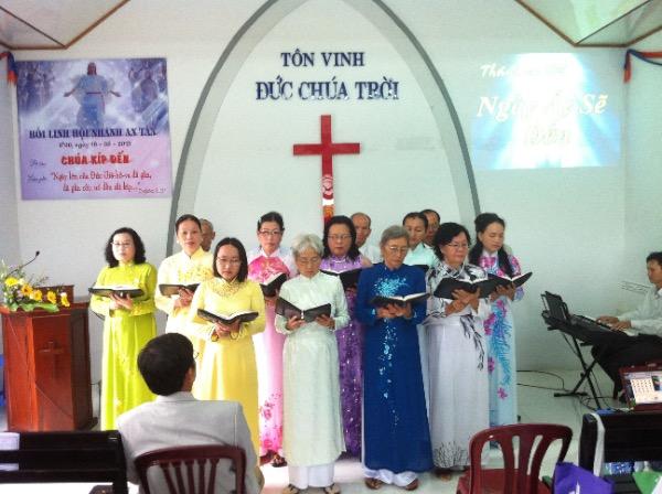 Ban hát  Hội Nhánh An Tấn tôn vinh Chúa