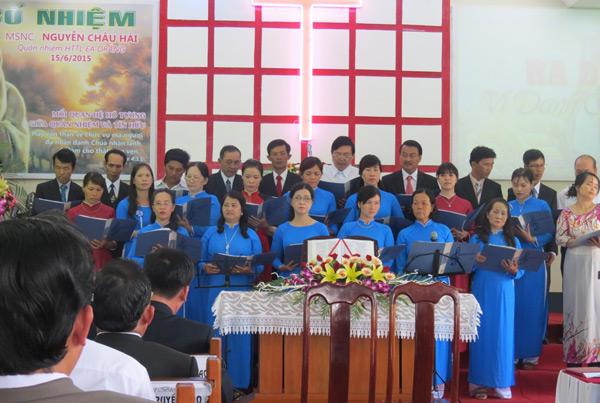 Ban hát Hội Thánh Ea Drăng tôn vinh Chúa