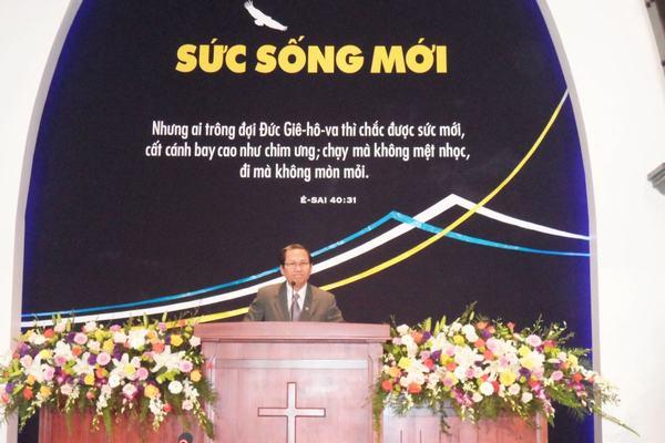 MS Phan Vĩnh Cự –  Hội trưởng HTTLVN (MN) rao giảng Lời Chúa