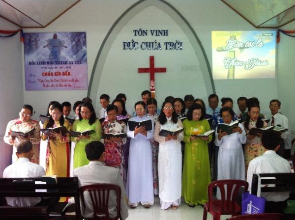 Ban Trung niên tôn vinh Chúa