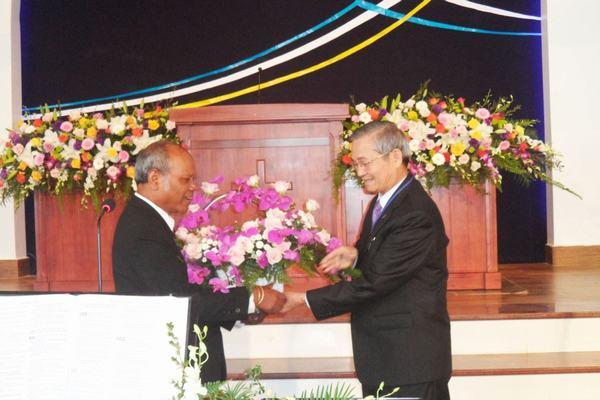 MS Bùi Phụng – Ủy viên TLH, Quản nhiệm Chi Hội Đà Lạt chúc mừng Hội đồng