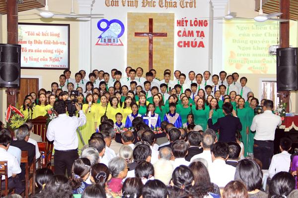 Ban Hát lễ HTTL Phong Thử tôn vinh Chúa