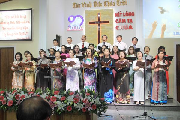 Ban Hát lễ HTTL Hội An tôn vinh Chúa
