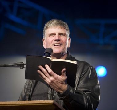 Nhà truyền giáo Franklin Graham cho rằng đây là phán quyết đi ngược lại đường lối Đức Chúa Trời.