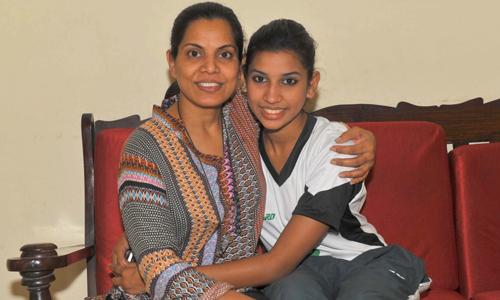 Joyann Thomas cùng người mẹ luôn ủng hộ hết mình cho con gái.