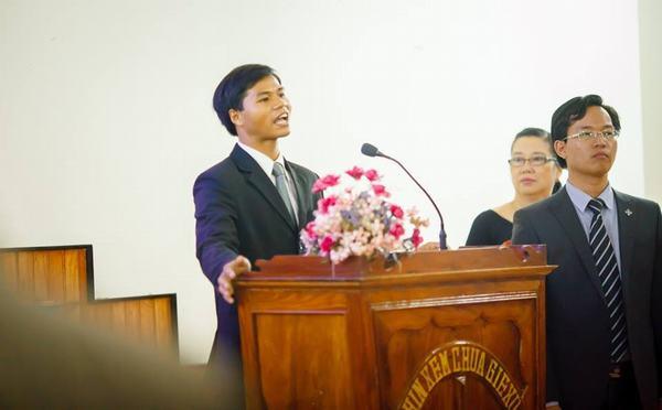 Thầy Hồ Văn Phúc kêu gọi thân hữu bằng tiếng Bru