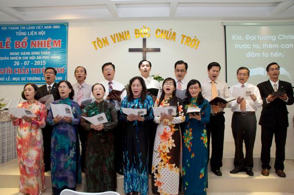 Ban hát Mục sư, Truyền đạo tôn vinh Chúa