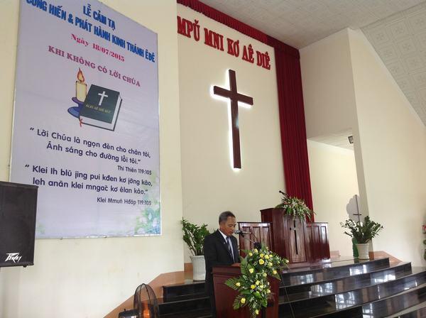 Mục sư Y-Thun Buôn Krông hướng dẫn chương trình